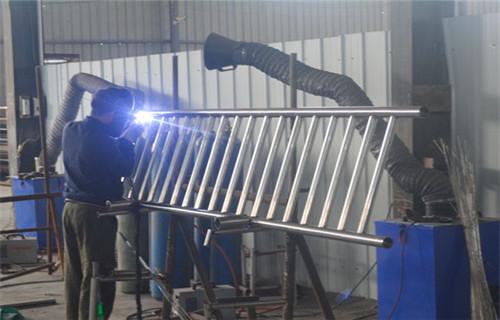 鹤岗不锈钢符合管栏杆工程材料 工程道路护栏
