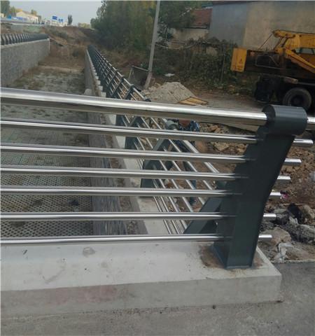宁夏碳钢喷塑桥梁护栏生产厂家