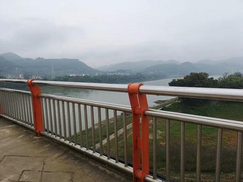 柳州不锈钢碳素钢复合管防撞护栏售后