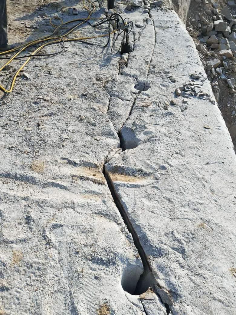 通化挖地基配合炮头高效率破石头机器有技术员吗