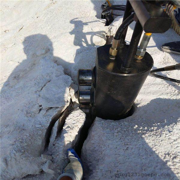 吉林采石场不让放炮开挖岩石什么用机器