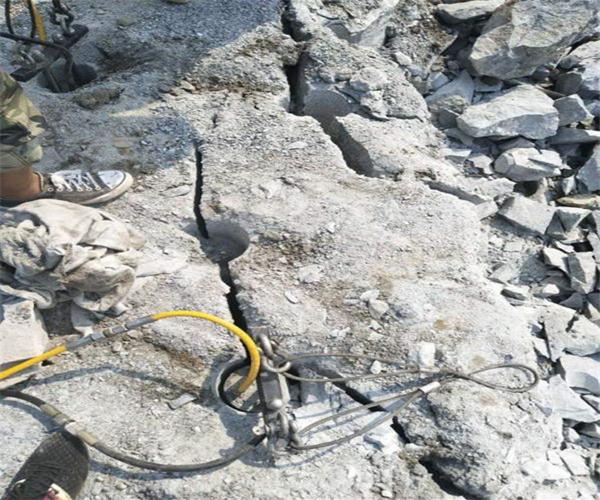 吉林采石场开采不能放炮怎么开采产量高劈裂棒使用