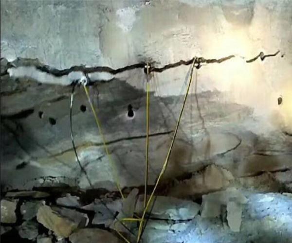吉林花岗岩开采破石头钩机打不动用什么机器快专业破石