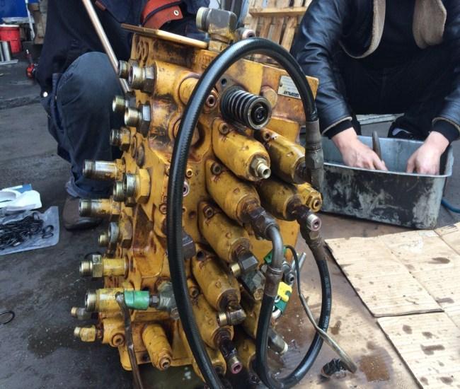 利津县神钢挖掘机多路分配阀维修一站式服务图片