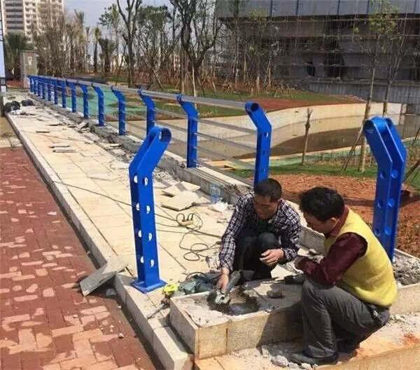 吉林304不锈钢复合管地铁站护栏现货、