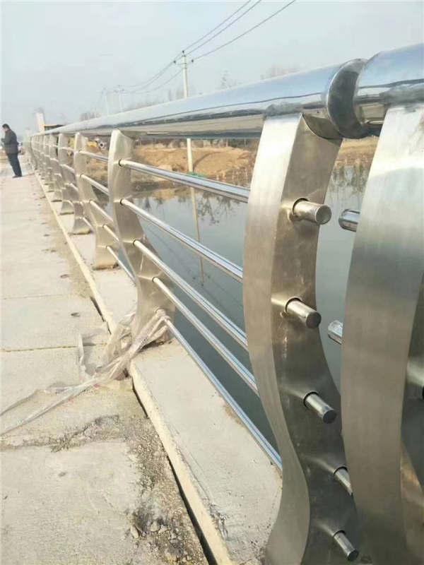 吉林不锈钢碳素钢复合管护栏厂、