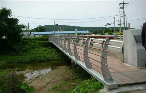 宁夏直供304碳素钢复合管桥梁护栏