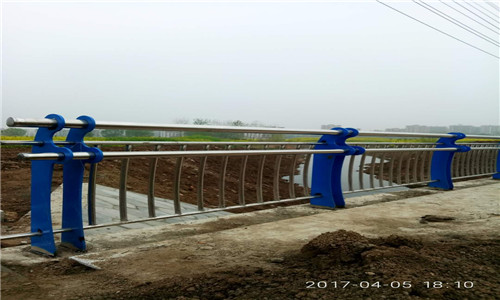 宁夏方钢道路防撞护栏价格/质优价高