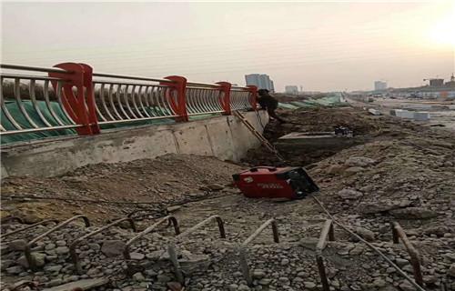 宁夏河道护栏/专业生产河道防撞护栏厂家
