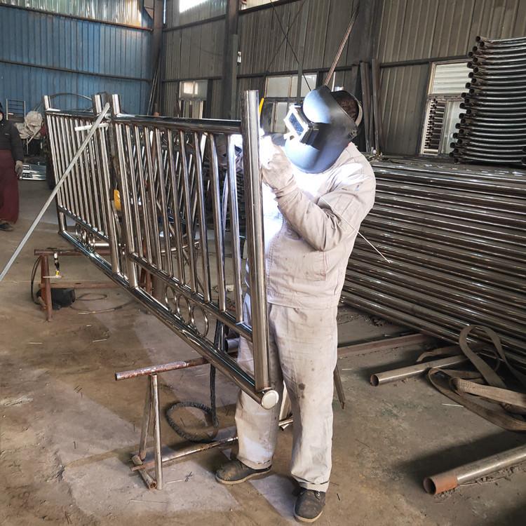 丽水不锈钢防护栏杆焊接