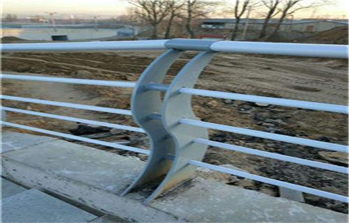 嘉兴复合不锈钢管护栏坚固牢靠