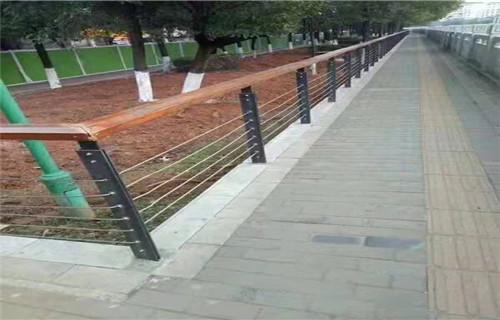 荊門不銹鋼復合管護欄堅固耐用