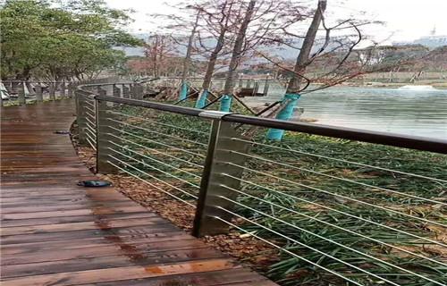 廣州201不銹鋼復合管橋梁欄桿焊接工藝